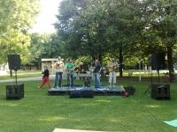 Bluegrassová kapela Blueway v Medickej záhrade